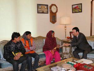 UAE Dr. Ahmed Al Banna helping Indian worker